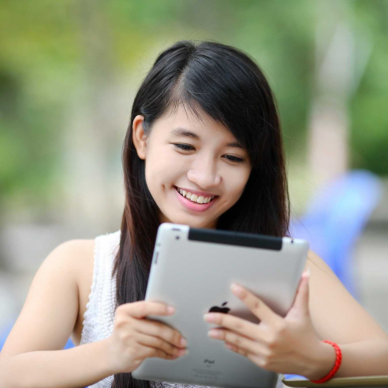 girl with tablet/iPad